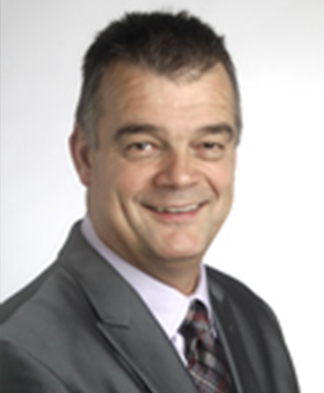 Headshot of physical therapist Jaap Bogaards in grey suit jacket